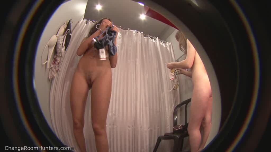 развела ноги на примерке скрытая камера порно смотреть