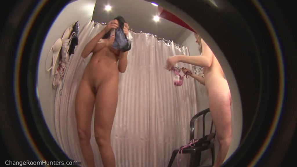 Видео скрытая камера голые телки